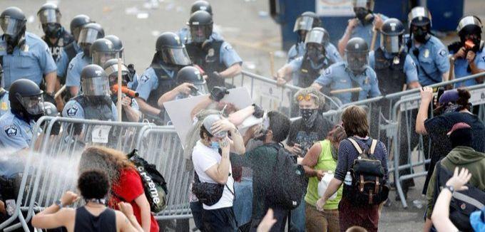 US police attacking Black Lives Matter demonstrators