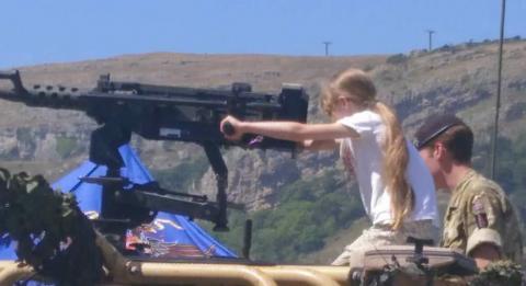 Small child handles an artillery piece, Llandudno 2018