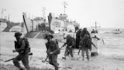 Allied troops landing on Gold Beech on D-Day