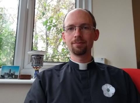 Rev Matthew Harbage wearing a white poppy